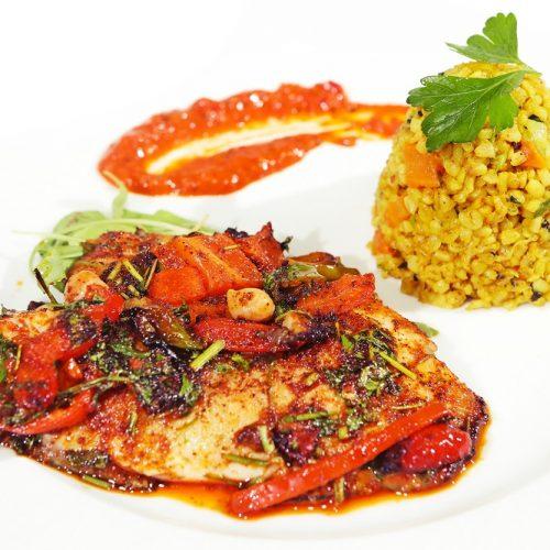 מנת דג חריף עם אורז ורוטב