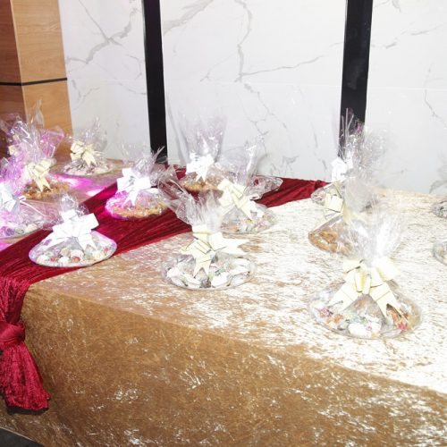 שולחן מתוקים כמתנה לאורחים באירוע חינה