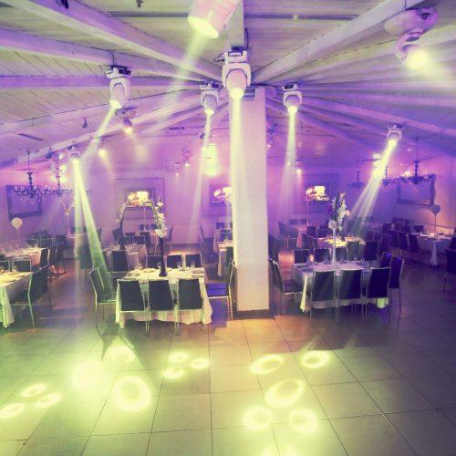 הכנת רחבת הריקודים לחתונה באולמי האוס
