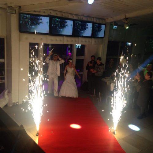 כניסה לחופה באירוע חתונה קטנה בראשון לציון